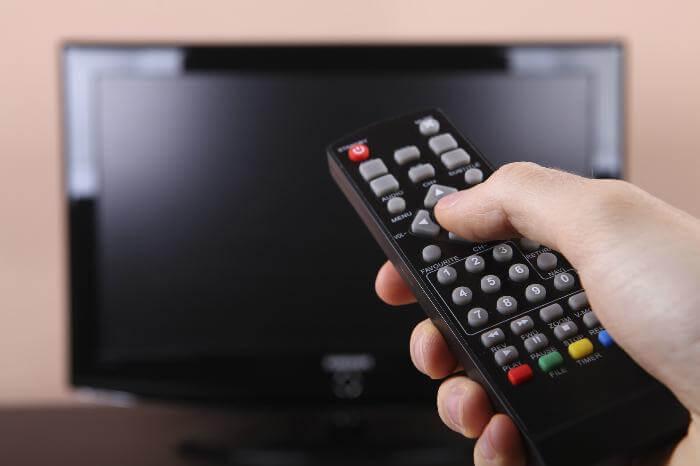 tivi chỉ hiển thị màu đen