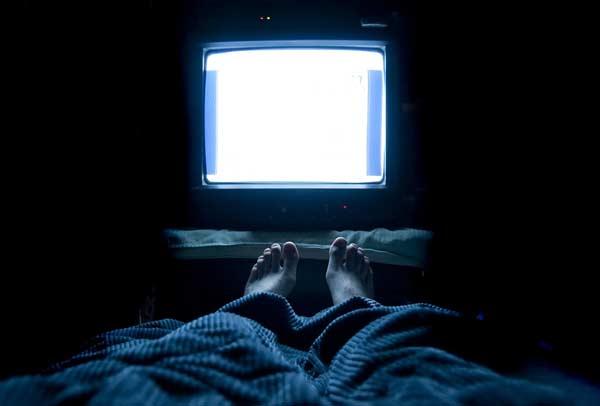 thoi-quen-tai-hai-khi-xem-tivi2
